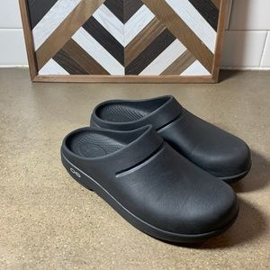 Oofos clogs women's size 6